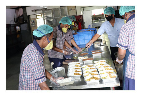 Hot meals provided for community, policemen and healthcare workers